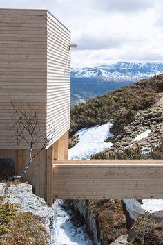 NTNU students build remote eldmølla sauna above a stream in norway