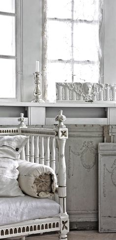 10 Reasonable Tips AND Tricks: Shabby Chic Table Vintage shabby chic modern kitchen.How To Make Shabby Chic Curtains shabby chic diy wedding.Shabby Chic Vanity To Get. Shabby Chic Mode, Shabby Chic Living Room, Shabby Chic Style, Decoration Shabby, Vibeke Design, Shabby Cottage, French Cottage, White Rooms, French Decor