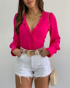 Jean Short Outfits, Look Con Short, Moda Chic, Destroyed Jeans, Stylish Girl, I Love Fashion, Casual Looks, White Shorts, Ideias Fashion