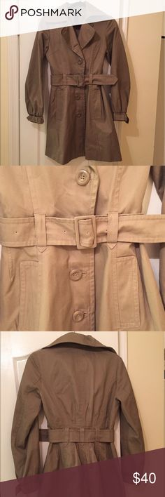 H&M Beige Trench Coat Get set for fall with this beige trench coat from H&M! It buttons up and has a belt you can buckle around it.  Although it's been worn only a few times, it is in great condition! Size 6. H&M Jackets & Coats Trench Coats