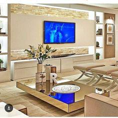 Olha que ideia bacana para dar uma diferenciada no painel da sala! | Veja outras salas lindas aqui: #estudioSacadaSALA |