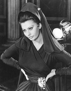 Sophia Loren sul set di La caduta dell'impero romano, del 1964.