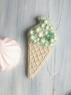 Купить Брошь Мороженое - брошь мороженое, Мороженка, мороженое рожок, модный аксессуар, модная брошь Bead Embroidery Jewelry, Beaded Embroidery, Hand Embroidery, Beaded Jewelry, Bead Crafts, Jewelry Crafts, Beading Patterns, Embroidery Patterns, Brooches Handmade