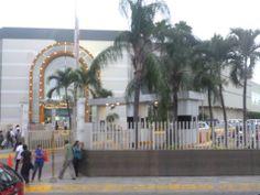 Exteriores del Centro Comercial Mall del Sol. Guayaquil - Ecuador