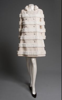 Coat, Emanuel Ungaro, ca. White wool zigzag twill with weft-faced stripes & complementary warp ribs, appliquéd white rabbit fur Mod Fashion, 1960s Fashion, Vintage Fashion, Womens Fashion, Fashion Coat, French Fashion, Couture Fashion, Vintage Dresses, Vintage Outfits