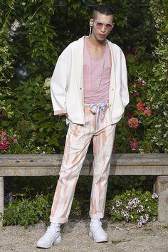 Pigalle presented its Spring/Summer 2017 collection during Paris Fashion Week. Vogue Paris, Pigalle Paris, Fashion Show, Mens Fashion, Paris Fashion, Fashion Brands, Gq Magazine, Summer Collection, Work Wear