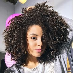 Afro hair is typically associated with natural curls that have a thick, frizzy texture. Such a distinctive type of hair might seem hard to manage, but this has not stopped African beauties from spo… Curly Hair Cuts, Curly Hair Styles, Natural Hair Styles, Kinky Curly Wigs, Human Hair Wigs, Kinky Hair, Pelo Natural, Natural Curls, African Hairstyles