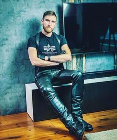 Alpha Shirt, Leather Trousers, Second Skin, Slip, Dress Codes, Sexy Men, Handsome, Menswear, Mens Fashion