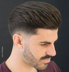 If you're thinking to get a low fade haircut and you're looking for inspiration, you came to the right place. Discover the most stylish low fade haircuts! Trendy Mens Hairstyles, Mens Medium Length Hairstyles, Cool Hairstyles, Popular Haircuts, Haircuts For Men, Barber Haircuts, Low Fade Mens Haircut, Tapered Haircut Men, Hair And Beard Styles