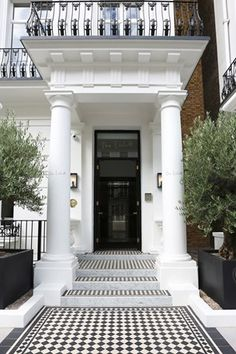 hotel fachada The best way to spend 24 hours in Notting Hill, West Londons enduringly cool Notting Hill London, West London, London Townhouse, London House, London Guide, Pool Fashion, London Hotels, Interior Exterior, London Travel