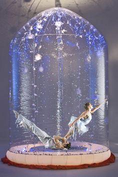 Boule de neige vivante   Duo   Equilibristes   Artistes de cirque   Artistes   Agence événementielle de spectacle   Agence artistique