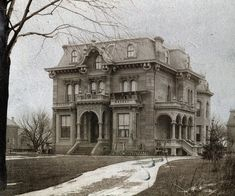 https://flic.kr/p/7mrUyV   990 Woodward Ave   Dresden meets Paris. Hazen S. Pingree residence, 990 Woodward Ave. Stripped down version in Windsor: www.flickr.com/photos/southofbloor/99854169/in/set-721576...