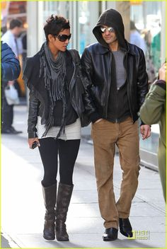 Halle Berry & Olivier Martinez: Leather Lovers   halle berry olivier martinez nyc 02 - Photo