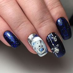 Perfect Winter Nails For The Holiday Season The Christmas look is probably one of the most popular winter nail art designs. Here are more than 35 samples for you to give you ideas. Xmas Nails, New Year's Nails, Holiday Nails, Gel Nails, Acrylic Nails, Christmas Nail Art Designs, Winter Nail Designs, Nail Art For Christmas, Winter Christmas