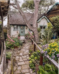 Cottage In The Woods, Cozy Cottage, Cottage Homes, French Cottage Decor, Fairytale Cottage, Garden Cottage, Cottage Exterior, Cute House, My Dream Home