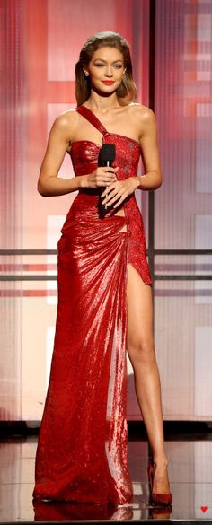 Atelier Versace - AMA's 2016 SELENA Gomez and Gigi Hadid led the way in the fashion stakes at the American Music Awards last night in some gorgeous red gowns. Supermodel Gigi went through many swift outfit changes throughout t… American Music Awards, Style Gigi Hadid, Gigi Hadid Outfits, Gigi Hadid Red Dress, Selena Gomez Red Dress, Gigi Hadid Dresses, Selena Gomez Red Carpet, Selena Selena, Sexy Dresses