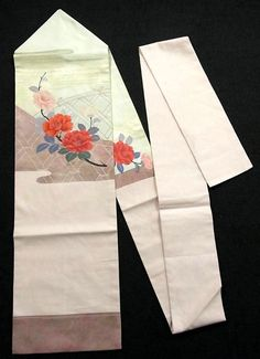 This is a tasteful Nagoya obi with 'Tsubaki'(camellia) on bamboo fence pattern, which is woven