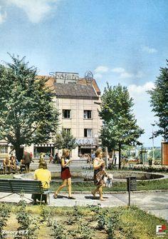 Plac przy ratuszu, na którym w latach 70-tych znajdowała się fontanna