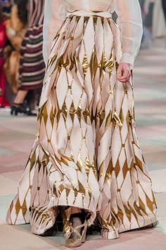 Christian Dior Spring 2019 Couture Fashion Show Details: See detail photos for Christian Dior Spring 2019 Couture collection. Look 95 Dior Couture, Couture Fashion, Runway Fashion, High Fashion, Fashion Show, Fashion Outfits, Fashion Trends, Fashion Fashion, Spring Fashion