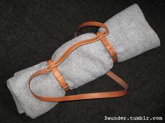 Deckengurt aus Leder mit Handgenähtem Griff / leather blanket strap with handstitched handle