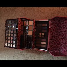 Ulta makeup Pink leopard ulta makeup box. Comes with a wide variety of eyeshadows, blush, bronzer, highlighter, two double ended eyeliners, gel eyeliners and eyebrow powder. Some items are missing but it's in great condition Ulta Makeup