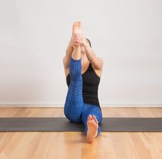 Tight hamstrings go hand-in-hand with running, biking, or sitting at a desk all day. Aside from not being able to jump into a full split on a whim (you know you want to!), tight hamstrings can cause … Stretches For Tight Hamstrings, Standing Split, Dynamic Stretching, Stretching Exercises, Ballet Stretches, Flexibility Workout, Barre Workout, Yoga Workouts, Hip Workout