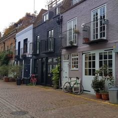 London's mews are so incredible London Townhouse, London House, London City, London Apartment, Terrace House Exterior, Townhouse Exterior, Beautiful Buildings, Beautiful Homes, Mews House