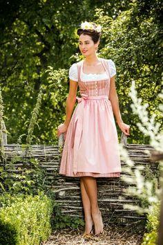 #Farbbberatung #Stilberatung #Farbenreich mit www.farben-reich.com Julia Trentini Dirndl 2015