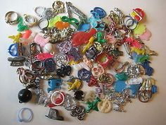 1950s-60s-VINTAGE-CRACKER-JACK-GUMBALL-CHARMS-SMALL-TOYS-PRIZE-LOT-OF-100-5