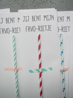 Een leuk gekleurd rietje plak je met een leuk gekleurd plakkertje tegen een blad, en je schrijft erbij 'Jij bent mijn favo-rietje'.