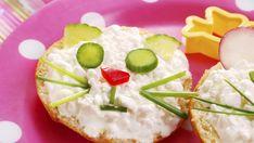 fun bagel breakfast for kids! Cute Snacks, Healthy Snacks For Kids, Yummy Snacks, Snack Recipes, Yummy Food, Breakfast Bagel, Breakfast For Kids, Breakfast Ideas, Bakery Recipes
