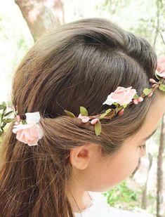 Znalezione obrazy dla zapytania fryzury na wesele dla dziewczynek