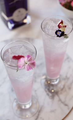 Beautiful wedding cocktail - Ink Gin Elderflower Collins. Recipe at the link.