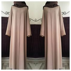 No photo description available. Abaya Fashion, Muslim Fashion, Modest Fashion, Fashion Dresses, Hijab Evening Dress, Hijab Dress Party, Kurti Designs Party Wear, Abaya Designs, Mode Abaya
