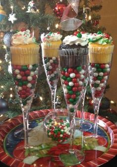 Christmas Cupcake Champagne Flute Favors / The Whoot … - Noel - christmas Christmas Party Favors, Christmas Cupcakes, Christmas Goodies, Christmas Candy, Christmas Treats, Christmas Holidays, Christmas Projects, Xmas, Christmas Desserts
