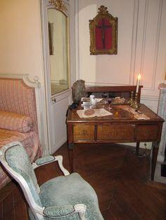 Musée Lambinet Exhibit on 18th c daily life. Gentleman's Boudoir