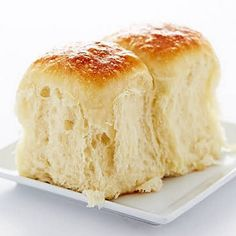 My Vanishing Yeast Rolls recipe. These exceptionally flavorful yeast rolls are very Soft, moist and flaky. They melt in your mouth and have a tendency to vanish in the blink of an eye, just like those good old Vanishing Oatmeal Cookies, remember them? Artisan Bread Recipes, Baking Recipes, Vanishing Oatmeal Cookies, Bread And Pastries, Bread Rolls, Rolls Rolls, Dinner Rolls, Sweet Bread, Bread Baking