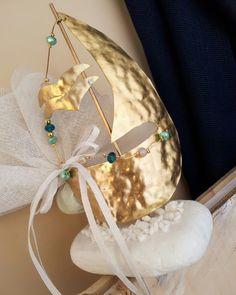 Χειροποίητα καραβάκια απ μπρουτζο,πρωτότυπες μπομπονιέρες,ιδιαίτερες μπομπονιέρες γάμου και βάπτισης!! Καλέστε 2105157506 #valentinachristina#vaptistika#mpomponieres#mpomponieres#mpomponieresvaftisis s#madeingreece #καραβάκι_βότσαλο#μπομπονιερακαραβι #μπομπονιέρες #μπομπονιερες #καραβι#καραβακια#καραβι_μπομπονιερα#valentinachristina #navy#navyvaptism#vaptism#athens#greece#handmade #christeningfavors#handmadeingreece #greekdesigners#etsy#μπομπονιερες_γαμου #weddingfavors#baptismfavors Boats, Diy, Party Ideas, Wedding, Jewelry, Valentines Day Weddings, Jewlery, Ships, Bricolage