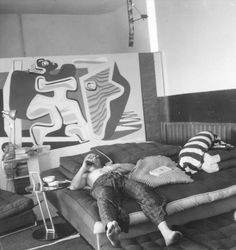 Le Corbusier in E.1027 with his mural/vandalism