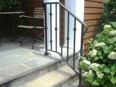 iron handrails for outdoor steps - Yahoo Image Search Results Porch Step Railing, Outdoor Stair Railing, Front Porch Railings, Wrought Iron Stair Railing, Porch Steps, Staircase Railings, Exterior Handrail, Railing Ideas, Front Steps