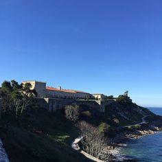 En #Galicia en la fortaleza del Parador de #Baiona ahora mismo solazo!  by paradores