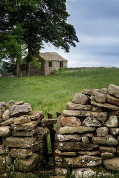 Yorkshire Dales, showing a narrow squeeze stile and gate, as well as a barn very typical of the area.