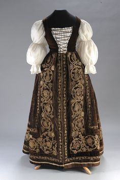 Bodice and skirt, 17th century folk dress (1610) Hungarian. Velvet with embroidery. Front. From the Museum of Applied Arts