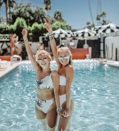 36 Recreating Photos Ideas In 2021 Friend Photoshoot Best Friend Photoshoot Best Friend Pictures