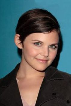 Celebrity Hair: Ginnifer Goodwin Short Hairstyles - When it comes to hairstyles for round shaped faces, Ginnifer Goodwin's short haircuts and styling choices are perfect as they're versatile, elongating the appearance of her rounded face. Side Hairstyles, Modern Hairstyles, Celebrity Hairstyles, Chic Short Hair, Short Hair Cuts, Short Hair Styles, Ginnifer Goodwin, Best Short Haircuts, Cool Haircuts