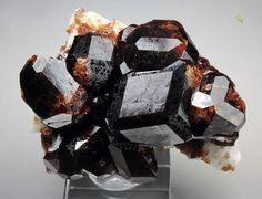 Спессартин Состав: Mn2+3Al2(SiO4)3 Пакистан Copyright © Quebul Fine Minerals
