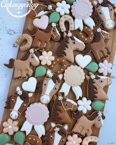"Cukorgyöngy on Instagram: """"Horse love"" Lactose free, gingerbread. @sutisaurus #gingerbread #mézeskalács #mézes #cookies #cookiesdecorating #magyarig #instahun…"""
