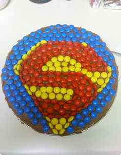 Easy superman cake - M's used to decorate it (purple dessert cups) Superman Birthday Party, 4th Birthday Cakes, Birthday Bash, Supergirl Cakes, Superman Cupcakes, Smarties Cake, Anniversaire Star Wars, Strawberry Decorations, Babysitting Fun