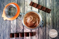 Cette ganache Kinder Maxi est un véritable délice ! Vous pouvez vous en servir pour créer un layer cake ou tout simplement pourglacer un cupcake !