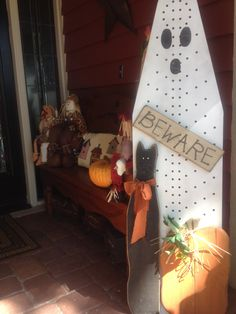 Repurposing an old ironing board into a ghost. Halloween Wood Crafts, Rustic Halloween, Outdoor Halloween, Holidays Halloween, Fall Crafts, Halloween Crafts, Holiday Crafts, Holiday Fun, Happy Halloween